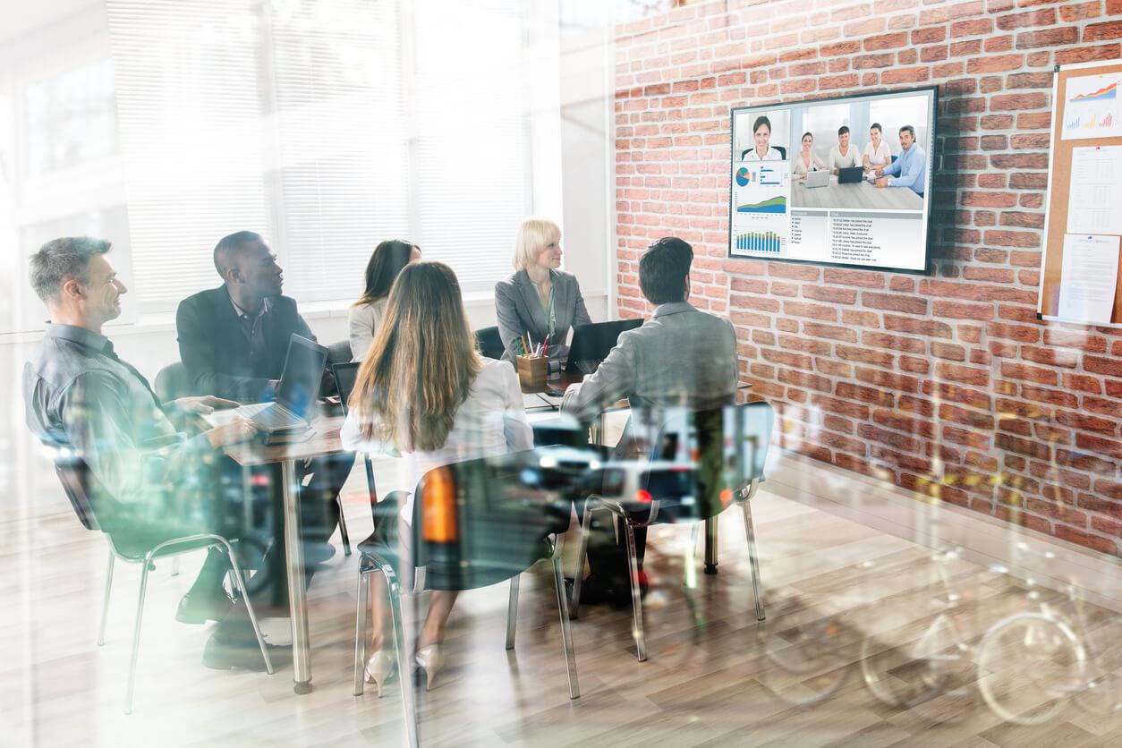 Bild av ett viruellt möte